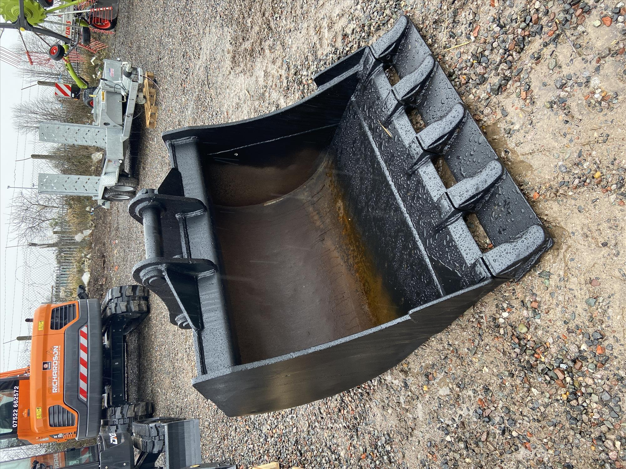 Hardlife 48 Inch Bucket